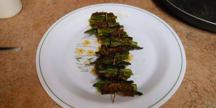Beef Wrapped Asparagus Food - Image: © Briana Blair