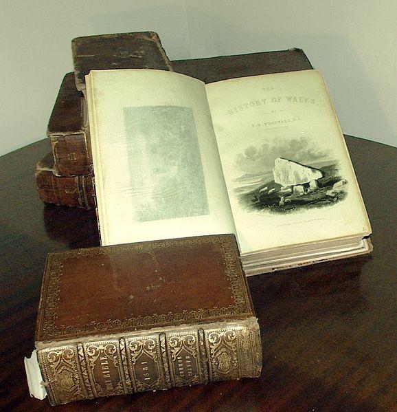 Books - Image: Public Domain, Wikimedia Commons