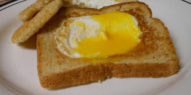 Egg in a Basket Breakfast Food - Image: © Briana Blair