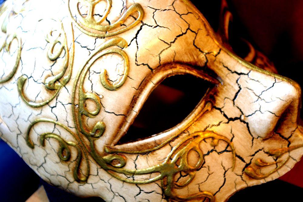 Mask Cracked Face - Image: Public Domain, SXC