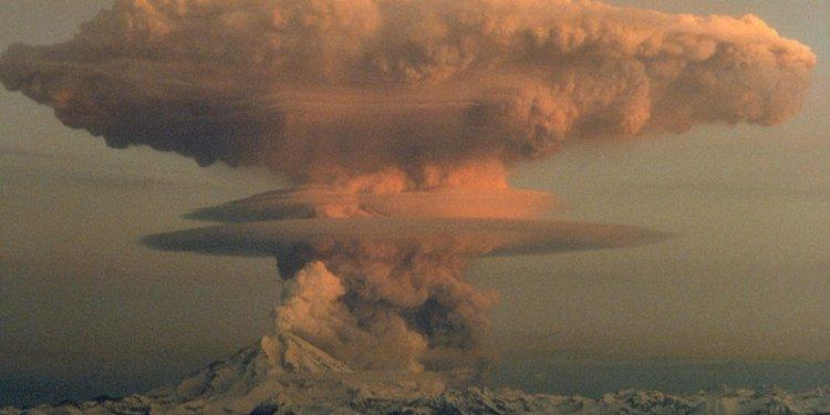 mushroom cloud explosion bomb