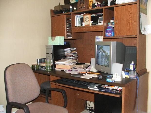 Office Desk Computer - Image: Public Domain, Morguefile