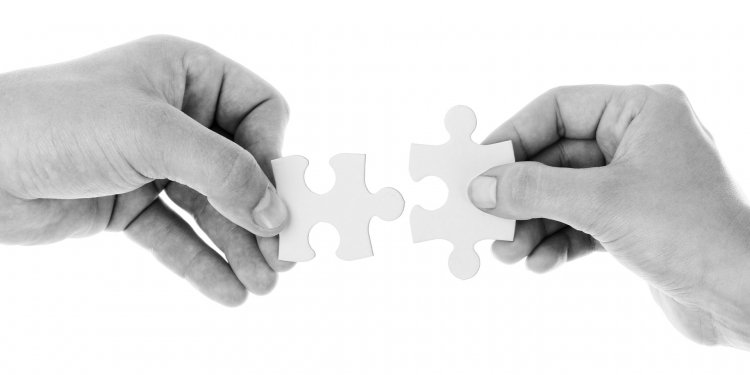 Puzzle Pieces Hands Together - Image: Public Domain, Pixabay