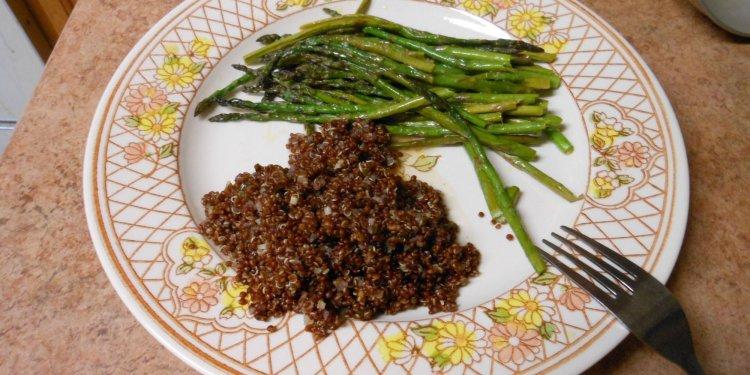 red quinoa asparagus Image: © Briana Blair