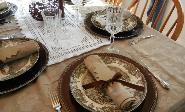 Table Setting Dishes Image: Public Domain, Morguefile