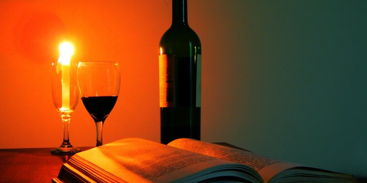 Wine Book Candle Bottle - Image: Public Domain, Pixabay