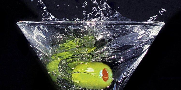 Alcohol Liquor Martini Olive Glass Drink - Image: Public Domain, Pixabay