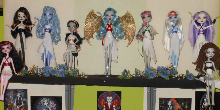 Monster High Doll Greek Goddess Shelf 1