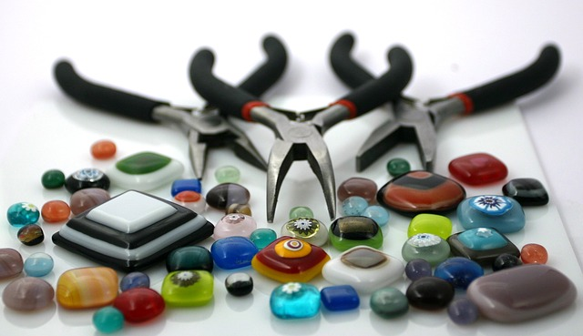 Beads Pliers Crafting Tools - Image: Public Domain, Pixabay