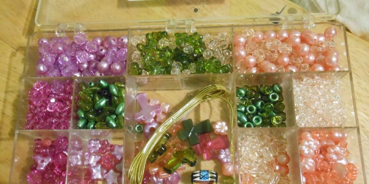Cross Craft Box Beads - Image: © Briana Blair
