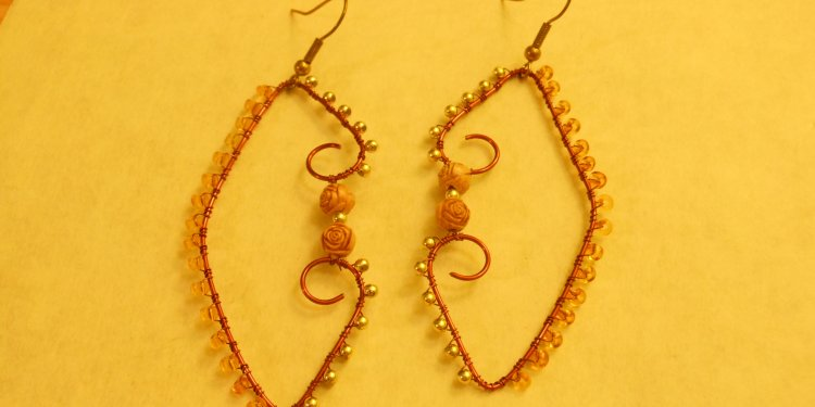 Wire Wrapped Rose Bead Earrings - Image: © Briana Blair