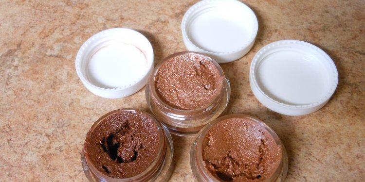 Homemade Mineral Lipstick - Image: © Briana Blair