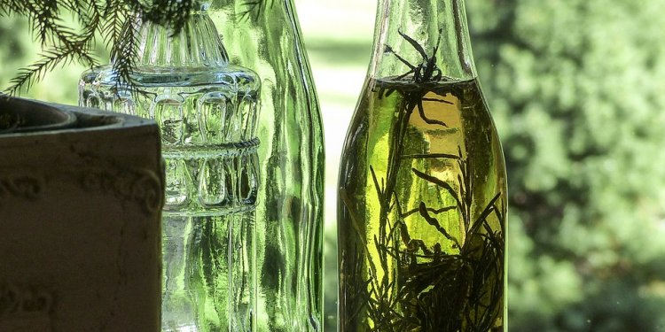 Oil Bottles and Lemon - Image: Public Domain, Pixabay