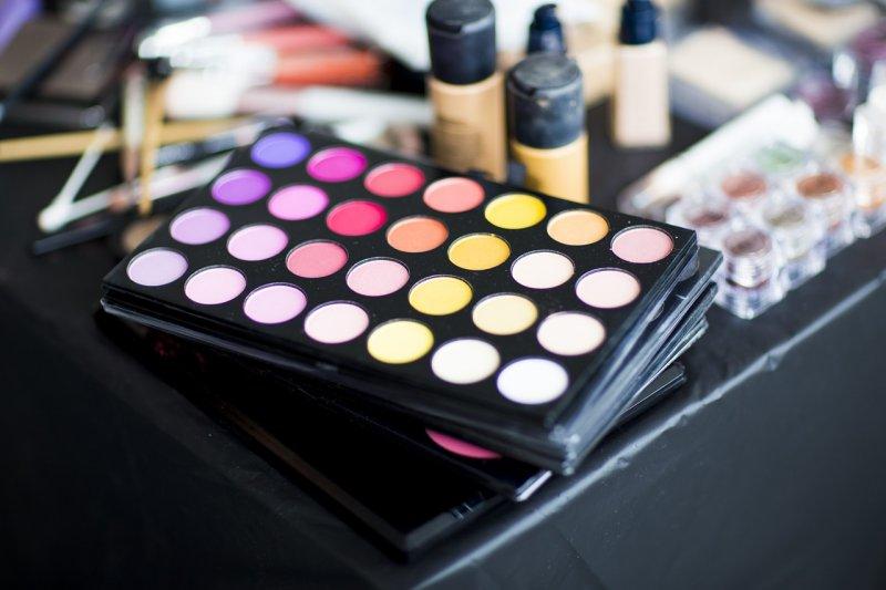 Makeup Cosmetics Beauty - Image: Public Domain, Pixabay