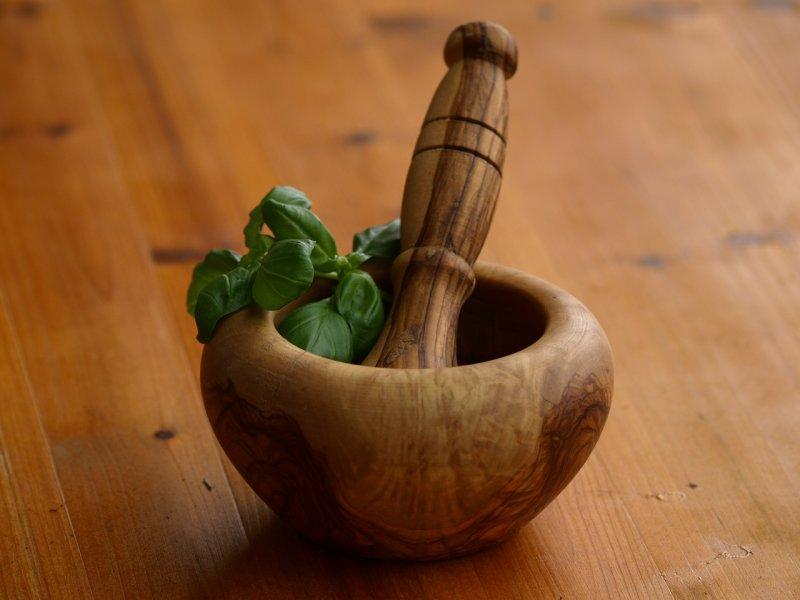 Mortar Pestle Herbs- Image: Public Domain, Pixabay