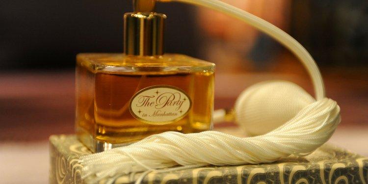 Perfume Spray Bottle - Image: Public Domain, Pixabay