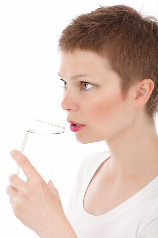 Woman Drinking Water - Image; Public Domain, Pixabay