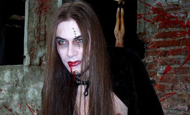 Vampire Man Halloween Makeup - Image: Public Domain, Morguefile