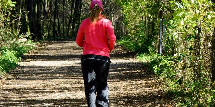 Jogging walking woman person road - Image: Public Domain, Pixabay