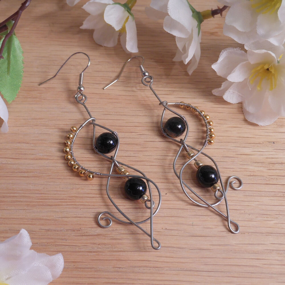 Formed Wire Earrings Black Gold Plated Glass Beads Steampunk Elvalien