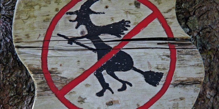 No witch sign broom wood funny - Image: Public Domain, Pixabay