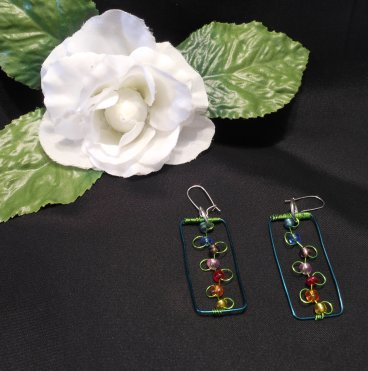 Pendant Earrings Set Flowers On Trellis Beaded Green Wire