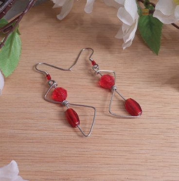 Z Shaped Elvalien Earrings Red Faceted Accents