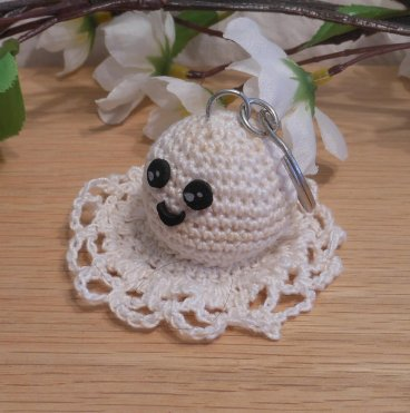 Amigurumi Kawaii Ghost Spirit Variegated Cream Cute Crocheted Keychain side