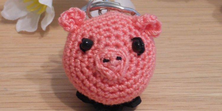 Amigurumi Kawaii Pig Piglet Pink Cute Crocheted Keychain 4