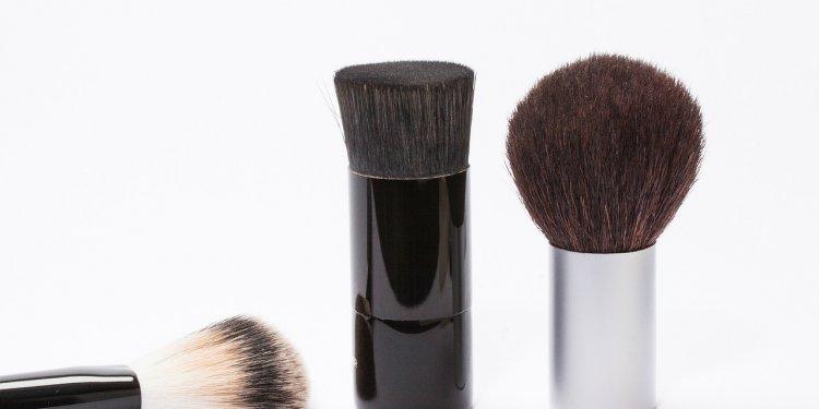 kabuki brush makeup beauty