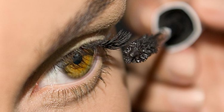 mascara eye woman makeup beauty