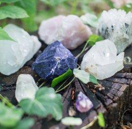 crystal gemstone rock quartz magic spell pagan spiritual